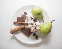 Peras verdes y tiramisu delicioso Imagen de archivo