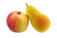 Peras y manzana aisladas en blanco Fruta madura Foto de archivo libre de regalías