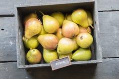 Peras y texto frescos, idea de los productos naturales Foto de archivo