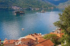 Perast圣乔治镇、我们的岩石的夫人海岛和海岛  海湾kotor montenegro 库存图片