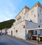 Perast,黑山度假村散步的Smekja宫殿  免版税库存图片