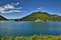 Perast, Montenegro, é uma cidade pequena na baía de Kotor Boka Kotorska imagem de stock royalty free