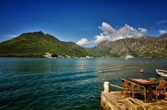Perast, Montenegro, é uma cidade pequena na baía de Kotor Boka Kotorska imagens de stock
