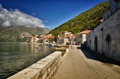 Perast, Montenegro, é uma cidade pequena na baía de Kotor Boka Kotorska fotografia de stock royalty free