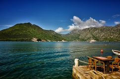 Perast, Montenegro, is een kleine stad op de Baai van Kotor Boka Kotorska stock afbeeldingen