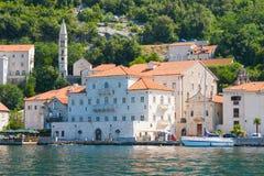 PERAST, MONTENEGRO - 8. Juli 2015: Dorf Perast auf Küste von Bucht Boka Kotor montenegro ADRIATISCHES MEER Lizenzfreies Stockfoto