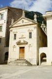 Perast Montenegro - Juli 08, 2014: Kyrka för St Mark's arkivbilder