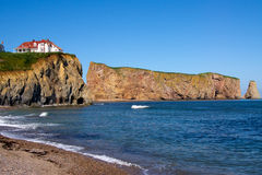 Percé/Rock and Red House Royalty Free Stock Photo