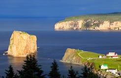 Perce岩石和博纳旺蒂尔海岛-魁北克,加拿大 免版税库存图片