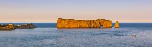 Perce日落的岩石全景 库存图片