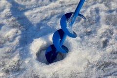 Perceuse de glace avec la tige photographie stock libre de droits