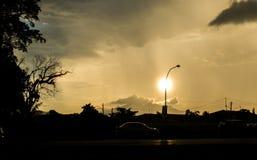Perché nascondendosi dietro la posta della lampada? fotografia stock libera da diritti
