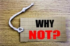 Perché non domanda Concetto di affari per la motivazione online di saleLeadership scritta sulla carta del prezzo da pagare con lo Fotografia Stock