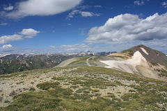 Percorso alla cima della montagna Immagini Stock