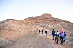 Percorso alla cima delle torri dello zoroastriano di silenzio Immagine Stock Libera da Diritti