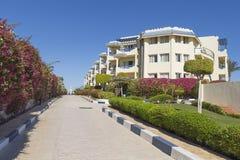 Percorso alla costruzione di grande località di soggiorno dell'oasi dell'hotel Fotografie Stock Libere da Diritti