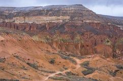 Percorso attraverso la valle rossa in Cappadocia, Turchia Fotografie Stock Libere da Diritti