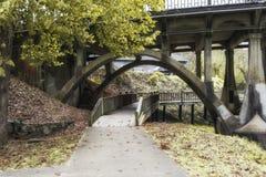 Percorso che conduce sopra un ponte fotografia stock libera da diritti