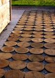 Percorso del giardino dal legno di impregnazione Immagine Stock