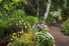 Percorso del giardino di estate Fotografia Stock Libera da Diritti