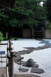 Percorso del giardino di zen immagini stock