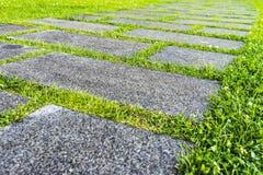 Percorso del granito nel giardino Immagini Stock Libere da Diritti