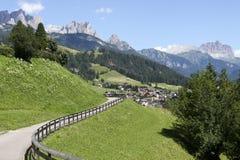 Percorso della bici nelle montagne Fotografia Stock