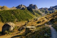 Percorso della montagna al tramonto Fotografia Stock Libera da Diritti