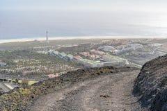 Percorso della sporcizia in montagne vulcaniche in Morro Jable, Fuerteventura, isole Canarie, Spagna immagine stock libera da diritti