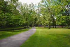 Percorso di camminata del parco pubblico fotografia stock libera da diritti
