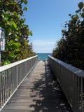 Percorso di legno della spiaggia in Florida immagine stock