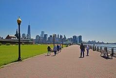 Percorso di Liberty State Park Wide Walking lungo il fiume Hudson Fotografia Stock