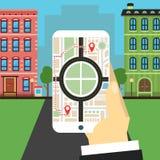 Percorso di navigazione La mano tiene lo smartphone Fotografia Stock Libera da Diritti