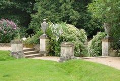Percorso e punti in un giardino inglese del paese Fotografia Stock Libera da Diritti