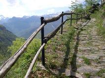 Percorso e rete fissa della montagna Fotografie Stock Libere da Diritti