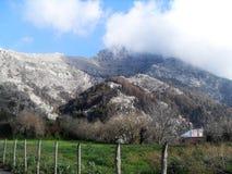 Percorso e vista del supporto Faito in sud Italia fotografie stock