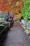 Percorso nei giardini del butchart fotografie stock libere da diritti