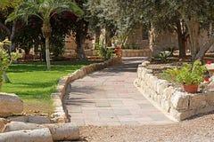 Percorso nel monastero di Beit Jamal Catholic o di Beit Jimal vicino a Beit Shemesh Immagini Stock Libere da Diritti