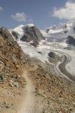 Percorso nelle alte alpi di Diavolezza, Engadin, Svizzera Immagini Stock