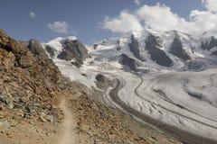 Percorso nelle alte alpi di Diavolezza, Engadin, Svizzera Fotografie Stock Libere da Diritti