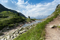 Percorso nelle montagne Fotografia Stock