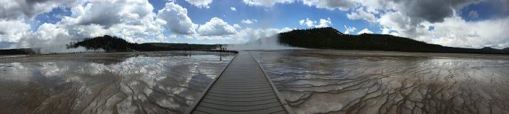 Percorso nuvoloso ai geyser Immagine Stock Libera da Diritti