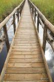 Percorso pedonale sui pali di legno Fotografie Stock Libere da Diritti