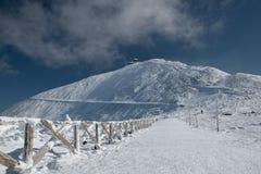 Percorso recintato alla montagna del Ka del ¾ del› Å di SnÄ, il più alta montagna in repubblica Ceca nella gamma del ¡ e di Krkon Fotografie Stock Libere da Diritti