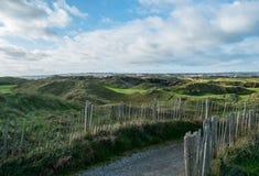 Percorso recintato sul campo da golf di collegamenti Fotografia Stock Libera da Diritti