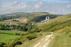 Percorso sopra Ballard Down sopra Corfe in Dorset fotografie stock libere da diritti