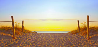 Percorso sulla sabbia che va all'oceano in Miami Beach Fotografie Stock Libere da Diritti