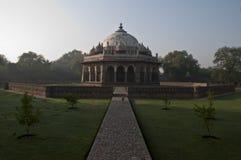PERCORSO TOMBA DI S AD ISA KHAN ', NUOVA DELHI, INDIA fotografie stock libere da diritti