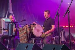 Percussionist under en fri konsert royaltyfri fotografi