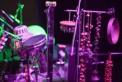 Percussionisten ställde in MED MÅNGA BESTÅNDSDELAR royaltyfria foton